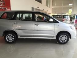Giá xe Toyota Innova E
