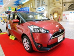 Giá xe Toyota Sienna SE